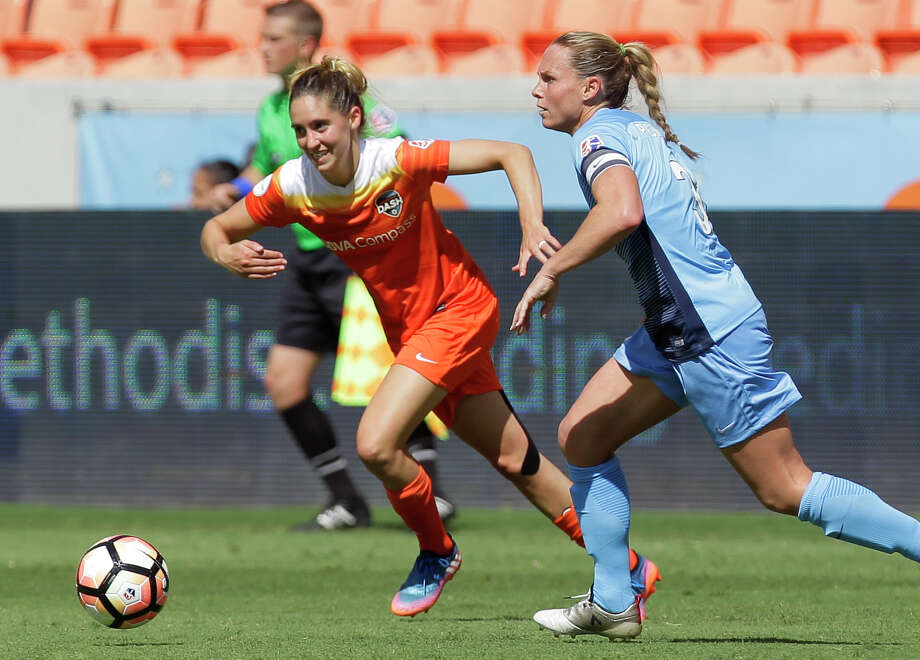 Houston Dash midfielder Morgan Brian (6) during the second half of the game at BBVA Compass Stadium Saturday, May 13, 2017, in Houston. Houston Dash lost to Sky Blue FC 3-1. ( Yi-Chin Lee / Houston Chronicle ) Photo: Yi-Chin Lee/Houston Chronicle