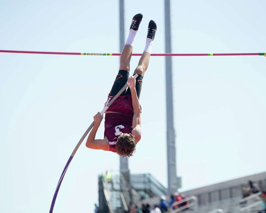Cade Szuka of Jasper High School competes in the Class 4A pole vault event at the UIL State Track and Field Meet at Mike A. Myers Stadium in Austin, Texas, on Saturday, May 13, 2017. Photo: Scott W. Coleman / © 2017 Scott W. Coleman, all rights reserved.