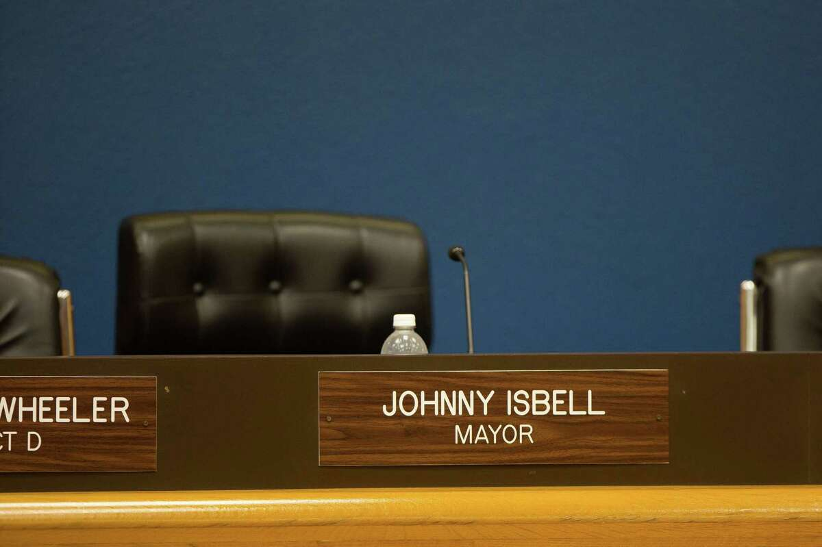 The winner of the ongoing runoff in Pasadena will determine who will succeed Mayor Jonny Isbell at the helm of the city.