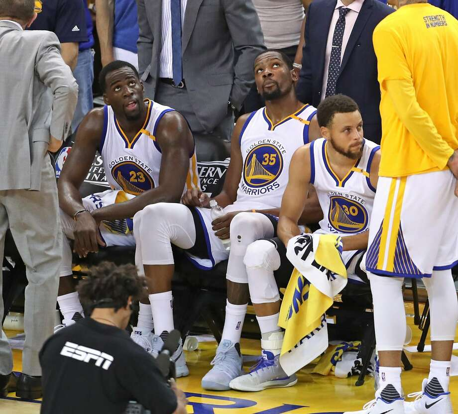 Golden State Warriors' Draymond Green, Kevin Durant and Stephen Curry during a time out in final minute of 4th quarter during Warriors' 113-111 win over San Antonio Spurs in Game 1 of NBA Western Conference Finals at Oracle Arena in Oakland, Calif., on Sunday, May 14, 2017. Photo: Scott Strazzante, The Chronicle