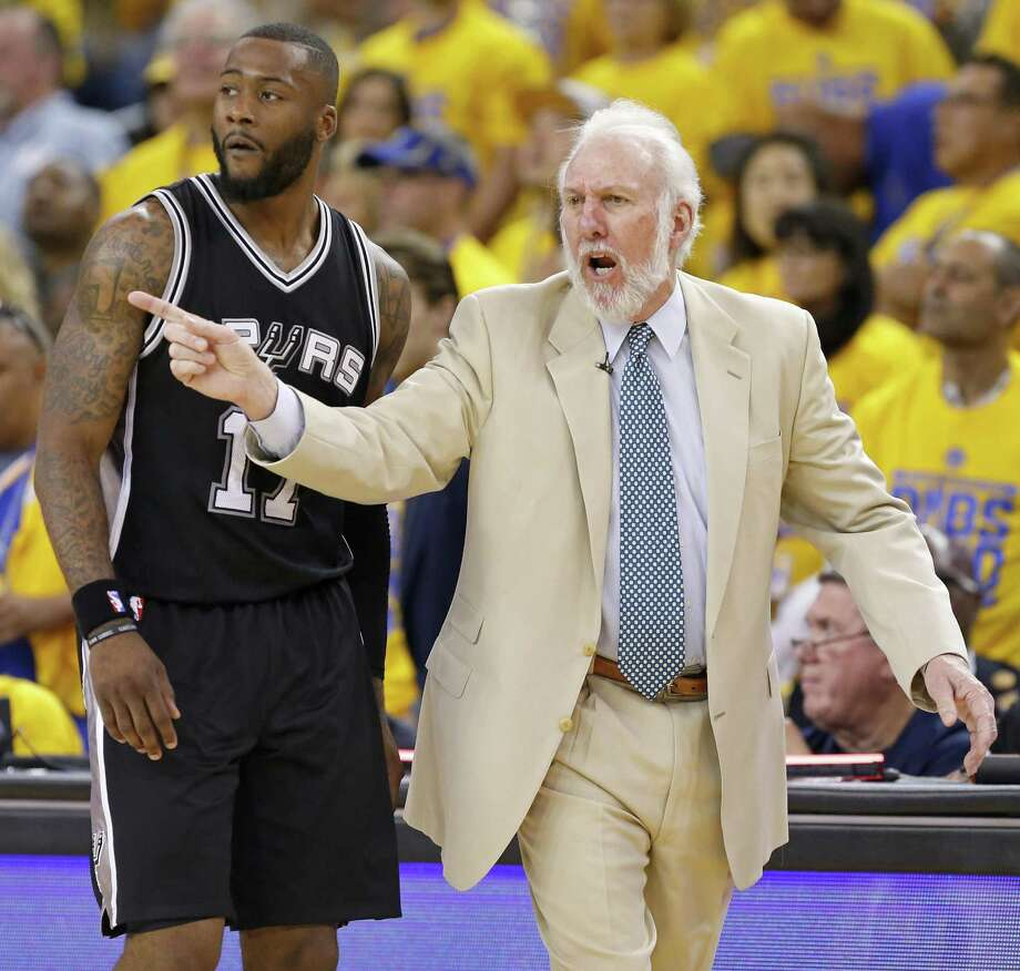Spurs coach Gregg Popovich calls a play as Jonathon Simmons looks on during second half action of Game 1 in the Western Conference finals against the Golden State Warriors on May 14, 2017 at Oracle Arena in Oakland, Calif. Photo: Edward A. Ornelas /San Antonio Express-News / © 2017 San Antonio Express-News