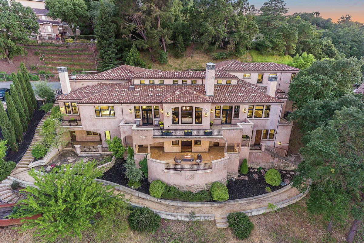 Click ahead to see photos from when the Currys sold their Mediterranean-style estate at 620 Sugarloaf Ct. in Walnut Creek for $3.5 million.