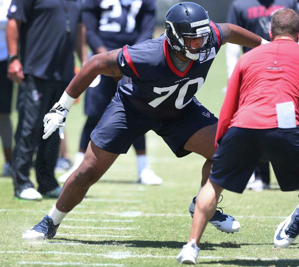 The Texans are grooming fourth-round pick Julién Davenport to transition easily from left to right offensive tackle.