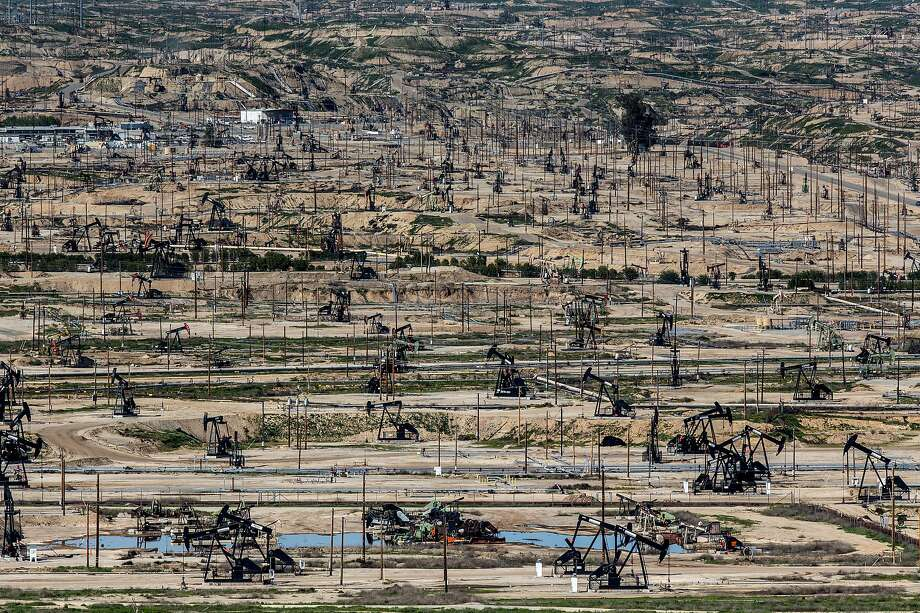 Drilling rigs pump in a vast oil field in Bakersfield, one of the prime areas in the state that contribute to making California the nation's third-biggest producer of onshore oil. Photo: Santiago Mejia, The Chronicle