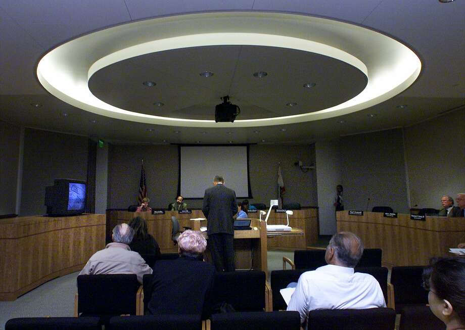 The San Mateo County Board of Supervisors in their chambers back in 2001. Photo: LIZ HAFALIA, SFC