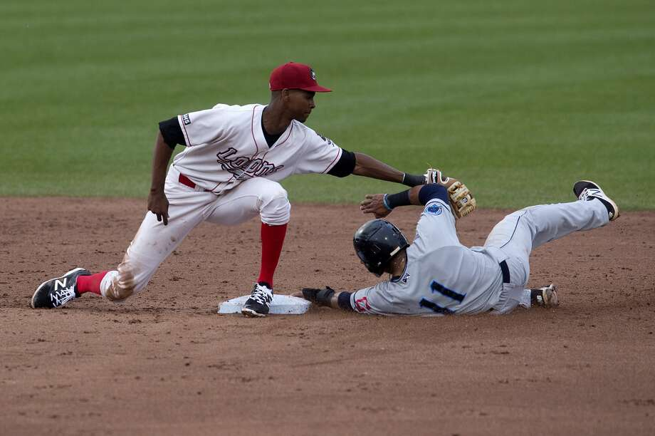 Loons' Brendon Davis tags out Lake County Captains' Jorma Rodriguez in the second inning of the Tuesday game. Photo: Brittney Lohmiller/Midland Daily News/Brittney Lohmiller