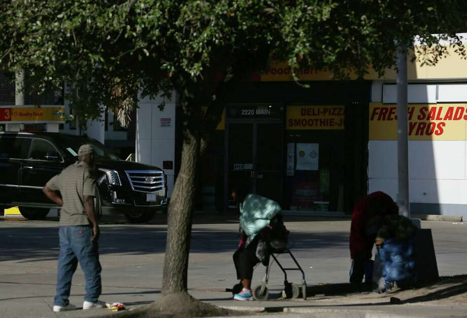 The area near Main Street and I-45 is a hot spot for homeless to gather. The number of homeless continues to decline. Photo: Yi-Chin Lee, Staff / © 2017  Houston Chronicle