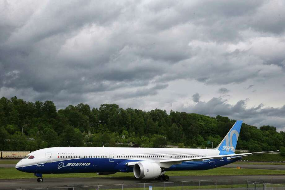 A Boeing 787-10 Dreamliner taxis down the runway at the Museum of Flight, Tuesday, May 16, 2017. Photo: GENNA MARTIN, SEATTLEPI.COM / SEATTLEPI.COM
