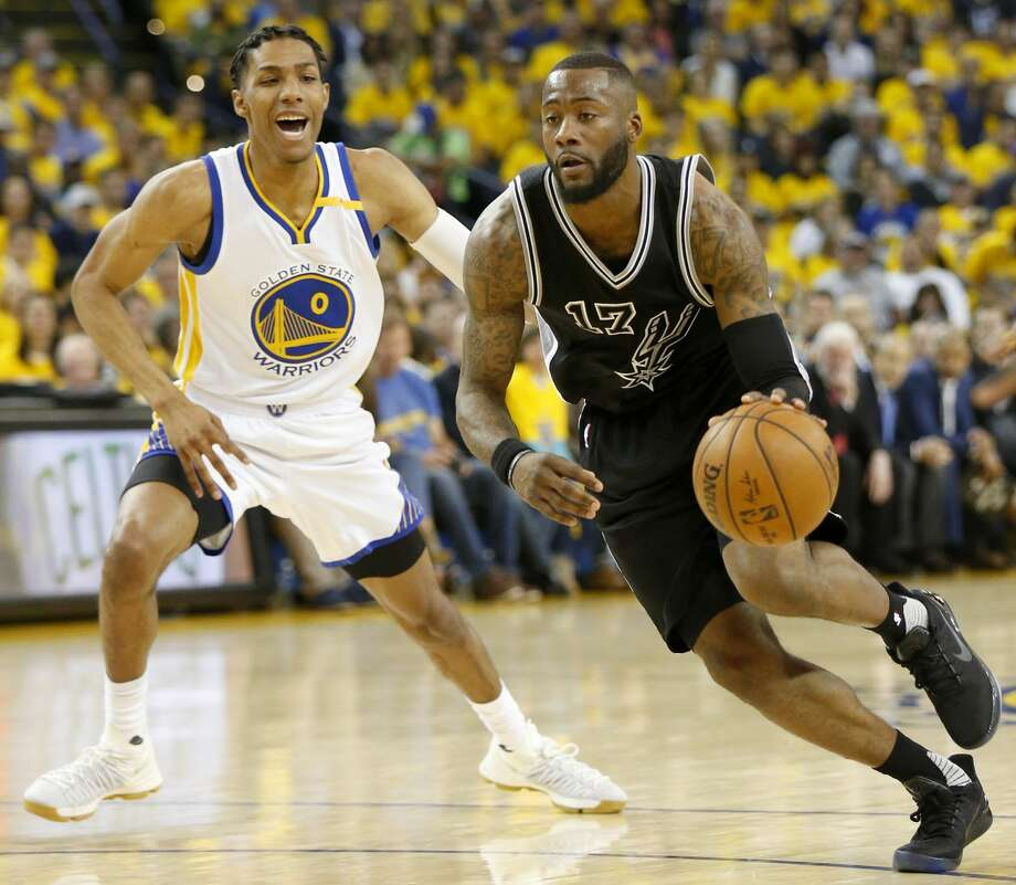 San Antonio Spurs' Jonathon Simmons drives around Golden State Warriors' Patrick McCaw during first half action in Game 2 of the Western Conference Finals held Tuesday May 16, 2017 at Oracle Arena in Oakland, CA. Photo: Edward A. Ornelas/San Antonio Express-News