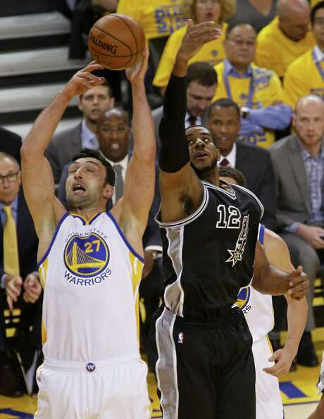 Golden State Warriors' Zaza Pachulia and San Antonio Spurs' LaMarcus Aldridge grab for a rebound during first half action in Game 2 of the Western Conference Finals held Tuesday May 16, 2017 at Oracle Arena in Oakland, CA. Photo: Edward A. Ornelas, Staff / San Antonio Express-News / © 2017 San Antonio Express-News