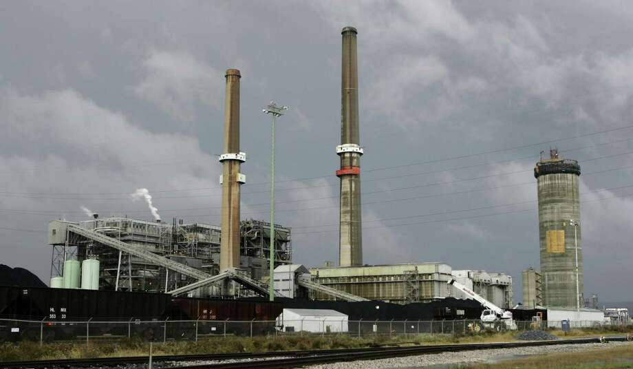 Brunner Island is a three-unit, coal-fired plant located on the west bank of the Susquehanna River, is seen in York Haven, Pa., Nov. 16, 2006. Photo: AP Photo /Carolyn Kaster / AP