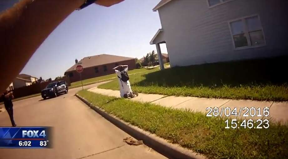 Footage obtained by FOX 4 reveals the moment a Balch Springs sergeant tases an unarmed, handcuffed man in April 2016. Photo: Screengrab/FOX 4