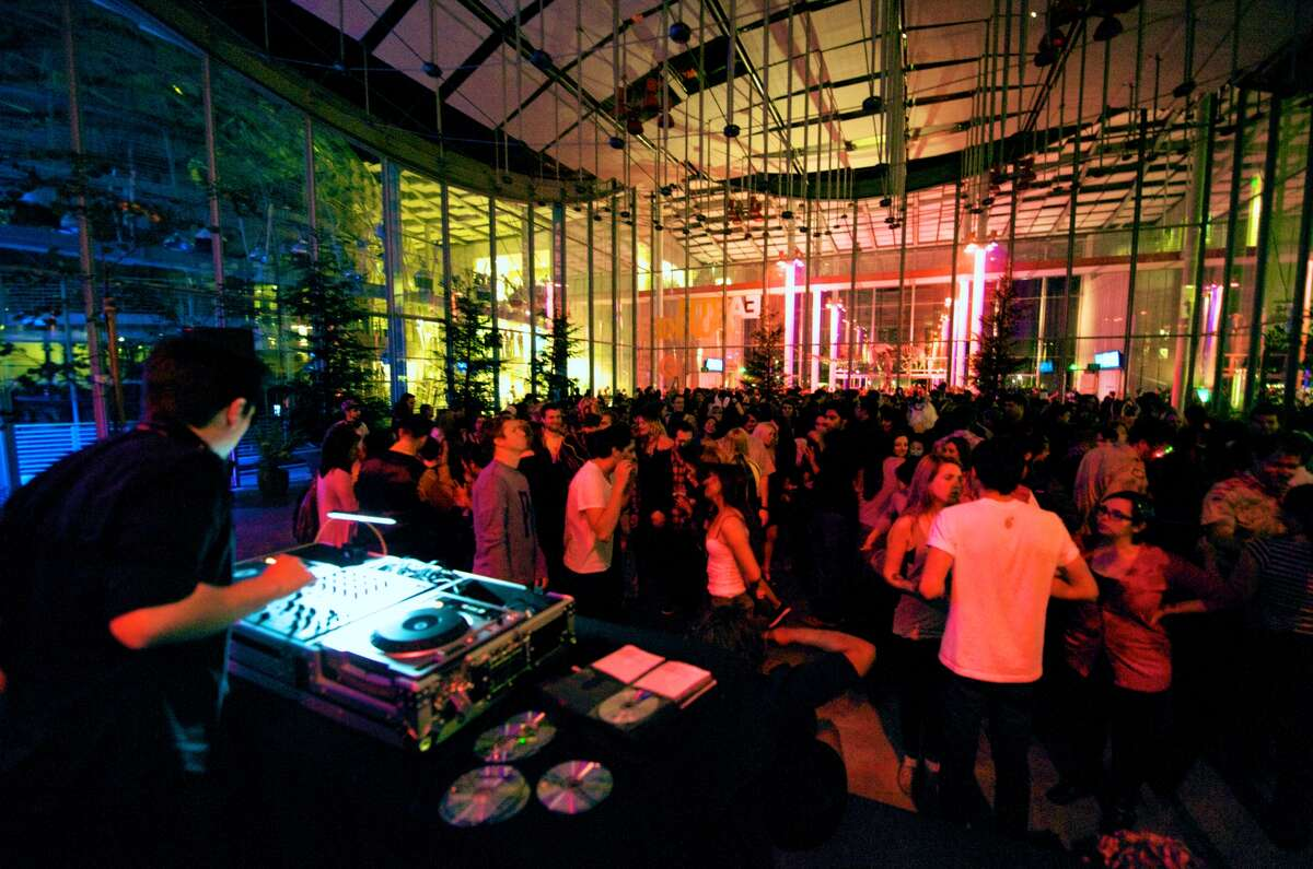Learn while you drink Two museums in San Francisco, the California Academy of Sciences in Golden Gate Park and the Exploratorium, offer after-hours parties with activities and, of course, a bar. Every Thursday night at After Dark at the Exploratorium, the 21+ crowd can check out