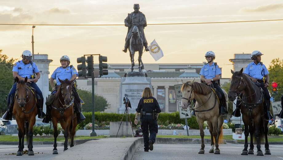 Robert E. Lee monument in New Orleans could come down overnight