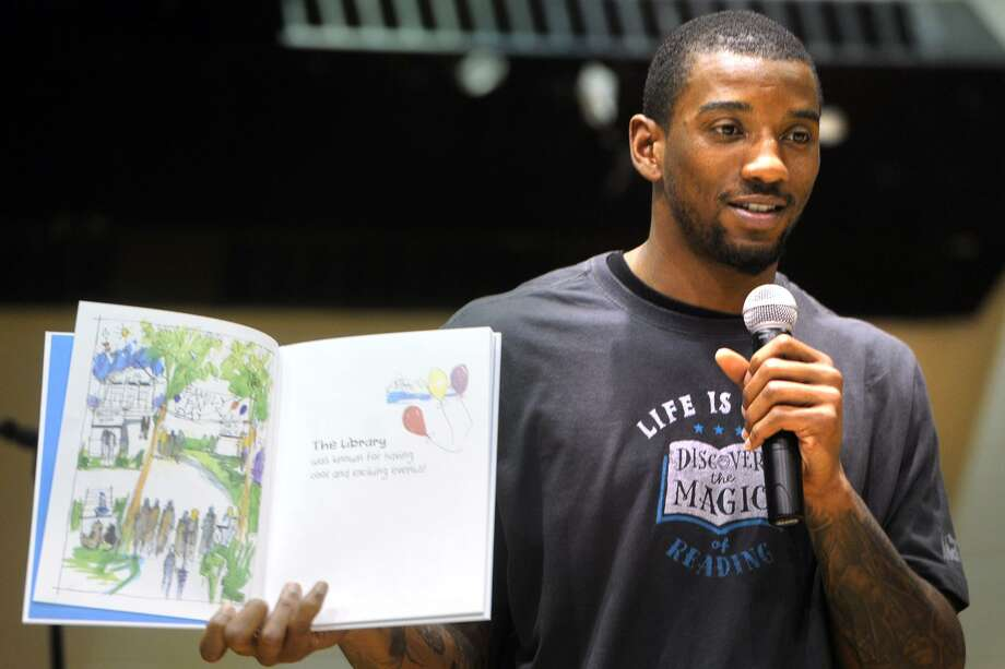 New England Patriots wide receiver Malcolm Mitchell reads to students at Dunbar School, in Bridgeport, Conn. May 17, 2017. Photo: Ned Gerard / Hearst Connecticut Media / Connecticut Post