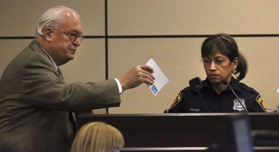 Defense attorney Edward Bartolomei (left) speaks with San Antonio police officer Diane Tritley (right) Wednesday May 17, 2017 in the 186th State District Court during the murder trial of Richard Luis Amezquita. Amezquita, a door-to-door salesman, shot and killed a man he said attacked him after Amezquita tried to sell him a home security system. Amezquita was arrested and charged with murder November 7, 2015 in the fatal shooting of Kerry O'Toole,53. Photo: John Davenport, STAFF / San Antonio Express-News / ©San Antonio Express-News/John Davenport
