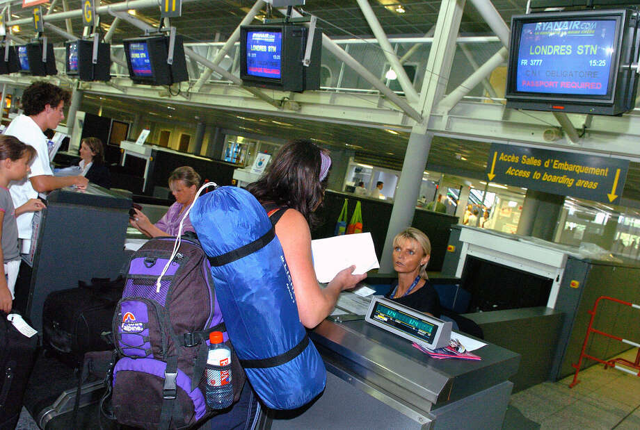 FILE - In this Aug. 11, 2006 file photo, passengers en route to London check in at Biarritz airport, southwestern France. U.S. and European officials will discuss Wednesday, May 17, 2017, plans to broaden a U.S. ban on in-flight laptops and tablets to include planes from Europe. (AP Photo/Bob Edme, File) Photo: Bob Edme, STR / Copyright 2017 The Associated Press. All rights reserved.