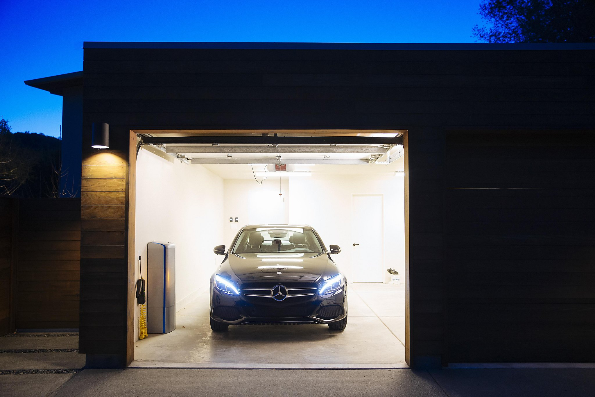 Vivint solar brings mercedes home batteries to u s sfgate for Mercedes benz energy storage system