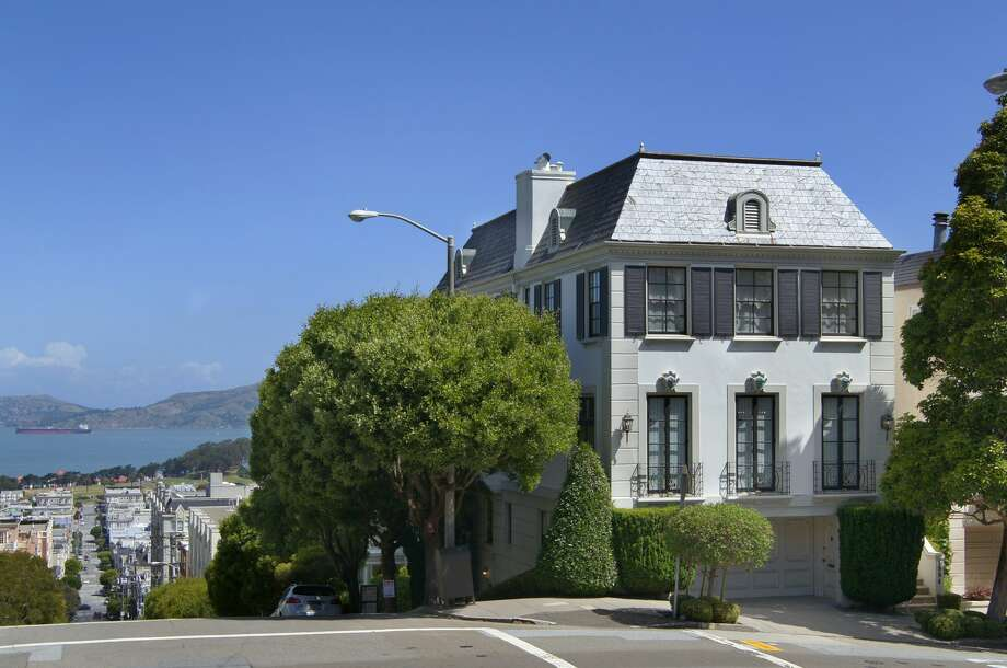 A classic Pacific Heights home at 1994 Jackson St. is on the market for $10.75 million.  Photo: Vince Valdes