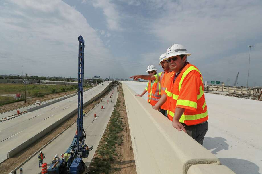 Crews will open the new Interstate 10 connector to U.S. 290/I-610 N. Loop sometime prior to 5 a.m. on May 22, shown here May 17  This will separate the Loop 610 traffic from the Galleria/Uptown area from I-10 traffic, reducing the amount of weaving. Photo: Steve Gonzales, Staff / © 2017 Houston Chronicle