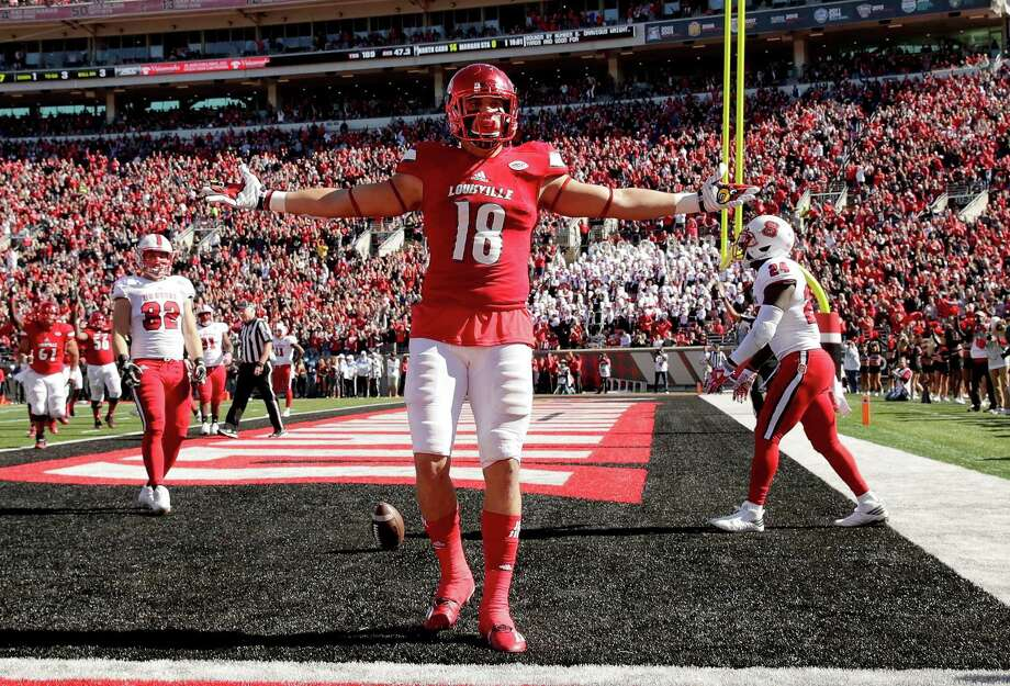 LOUISVILLE, KY - OCTOBER 22: Cole Hikutini #18 of the Louisville Cardinals celebrates after scoring a touchdown during the game against the North Carolina State Wolfpack at Papa John's Cardinal Stadium on October 22, 2016 in Louisville, Kentucky.  (Photo by Andy Lyons/Getty Images) Photo: Andy Lyons / Getty Images / 2016 Getty Images