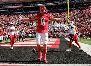 LOUISVILLE, KY - OCTOBER 22: Cole Hikutini #18 of the Louisville Cardinals celebrates after scoring a touchdown during the game against the North Carolina State Wolfpack at Papa John's Cardinal Stadium on October 22, 2016 in Louisville, Kentucky.  (Photo by Andy Lyons/Getty Images)