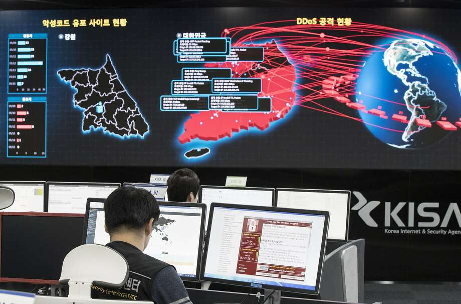 Employees monitor possible cyberattacks at the Korea Internet and Security Agency in Seoul. Photo: Yun Dong-jin, Associated Press