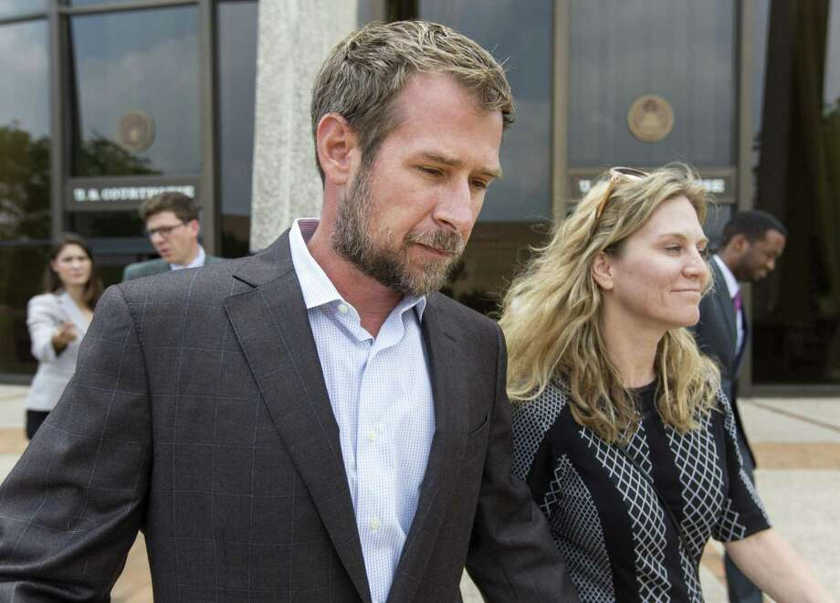 Lubbock businessman Vernon C. Farthing III leaves the federal courthouse Thursday, May 18, 2017 in San Antonio, Texas with his wife, Aurora, after making his first court appearance on conspiracy to commit bribery and conspiracy to commit money laundering charges. Photo: William Luther, Staff / San Antonio Express-News / © 2017 San Antonio Express-News