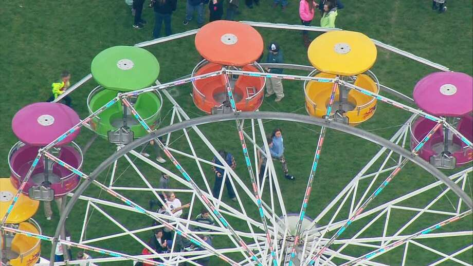 Several people injured after falling more than 15 feet from ferris wheel in Port Townsend. Photo: KOMO News