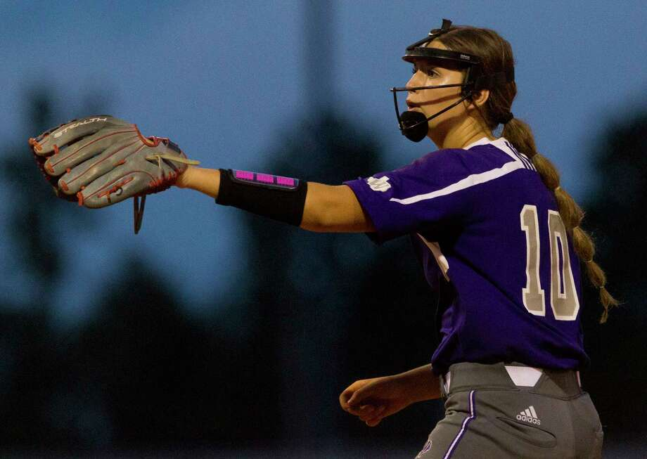 Casey Dixon (10) of Willis motions for a swing check during the fifth inning in Game 1 of a Region III-5A semifinal series Thursday, May 18, 2017, in Kingwood. Photo: Jason Fochtman, Staff Photographer / © 2017 Houston Chronicle