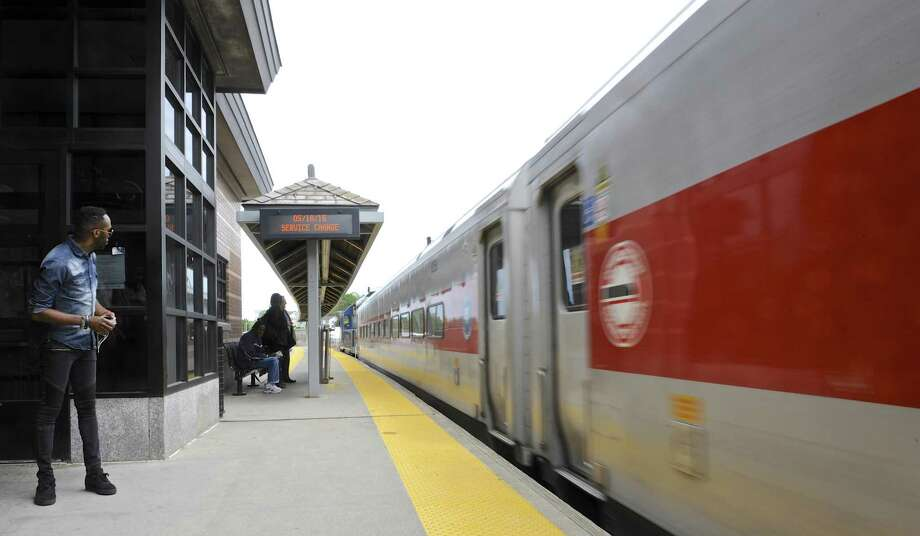 Delays on Metro-North New Haven line due to minor derailment