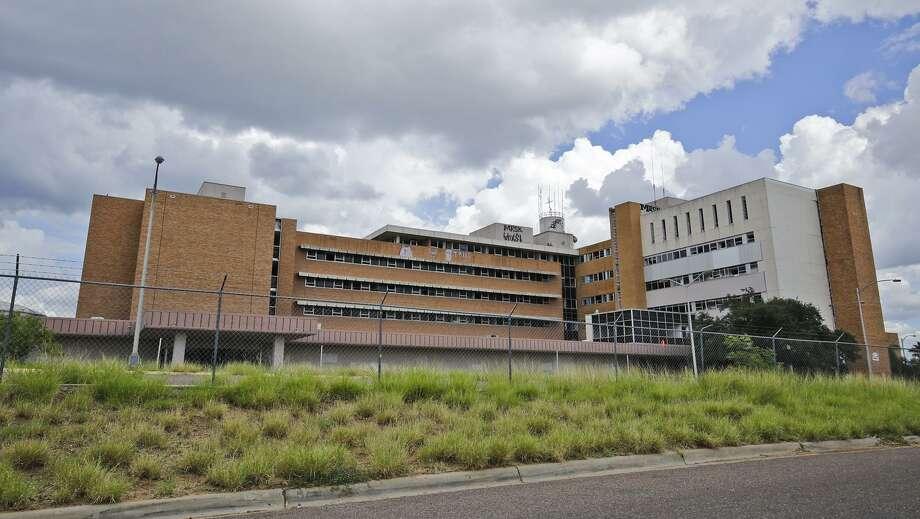 Una vista exterior del antiguo hospital Mercy ubicado en el número 1515 de la Avenida Logan. Photo: Victor Strife /Laredo Morning Times / Laredo Morning Times