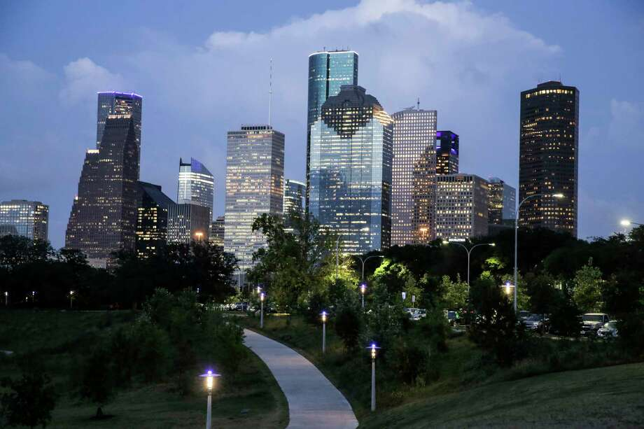 609 Main, marked by an angular crown, takes it place in the downtown skyline, as seen from Buffalo Bayou Park. Photo: Elizabeth Conley, Houston Chronicle / © 2017 Houston Chronicle