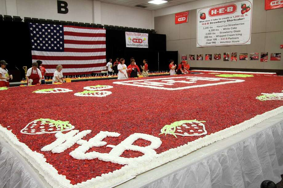 The 1200 ft strawberry shortcake at the 40th Pasadena Strawberry Festival. Photo by Pin Lim. Photo: Pin Lim, Freelance / Copyright Pin Lim.