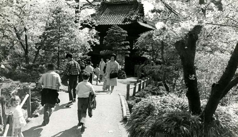 San Francisco Golden Gate Park Japanese Tea Garden. March 31, 1966 Photo: Joe Rosenthal, San Francisco Chronicle