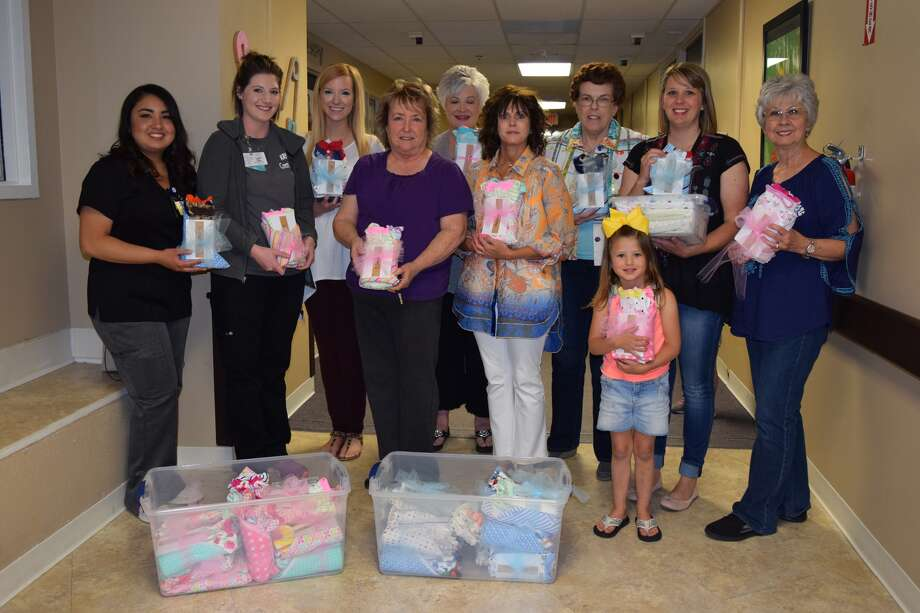 Hospital Donations Homer Marquez/Covenant Health Plainview Plainview's Northwest Church of Christ donated a number of items to the departments of Covenant Health Plainview. With a conviction to help the hospital's youngest patients and their families, the congregation donated baby blankets to the emergency department as well as blankets and boy and girl baby clothing to the hospital's labor and delivery floor earlier this month. Pictured above, Tessa Rogers, a member of the Northwest Church of Christ, congregation, donates blankets to ER staff Antwanette Johnson and Linda Moore. Also pictured CHP labor and delivery staff Audrey Maldonado and Kreighton Biggs receive baby clothing and blankets from Jaclyn Miller, Connie Cantwell, Nancy Richburg, Tessa Rogers, Evelyn Lindsey, Gay Henderson, Kelli Marshal and Scout Rogers.