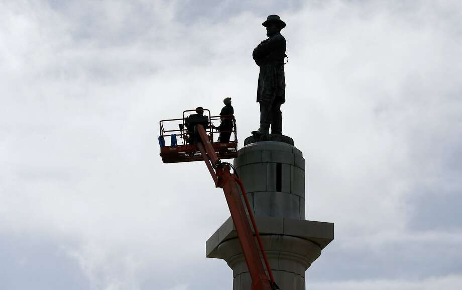 Workers prepare to take down the statue of Robert E. Lee, former general of the Confederacy. Photo: Gerald Herbert, Associated Press