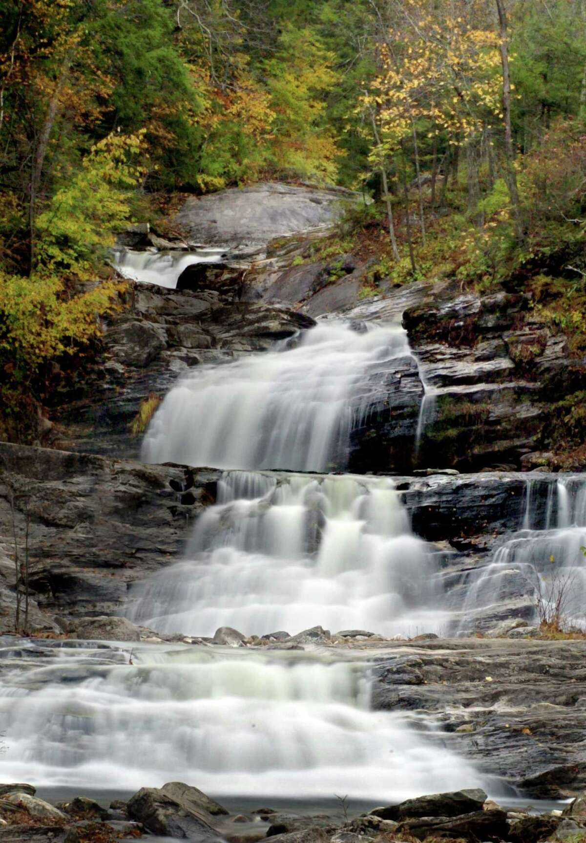 KENT Among the natural attractions in Kent are the gushing waterfalls of Kent Falls State Park and Lake Waramaug State Park.  On Foot: Walk around the Flanders Historic District, where you'll find the pre-revolutionary Seven Hearths Museum.