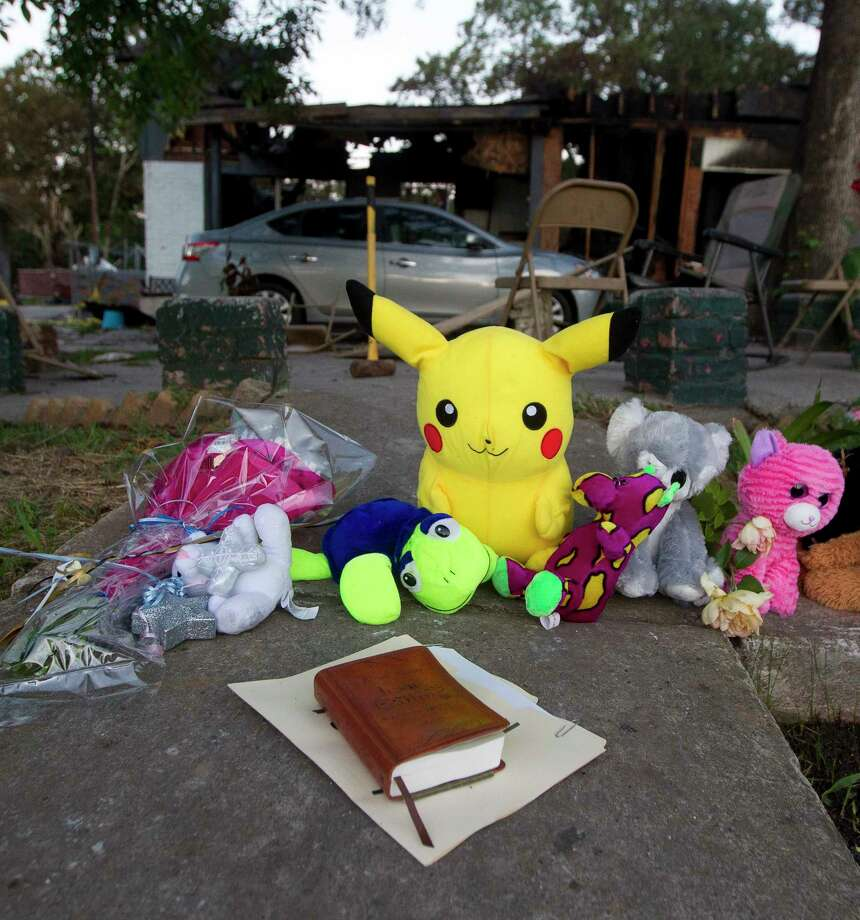 A make-shift memorial is seen in front of the home where a two-story house fire Friday morning killed three children on Johnson Road, Saturday, May 13, 2017, in the community of Tamina, just east of The Woodlands. Photo: Jason Fochtman, Staff Photographer / © 2017 Houston Chronicle