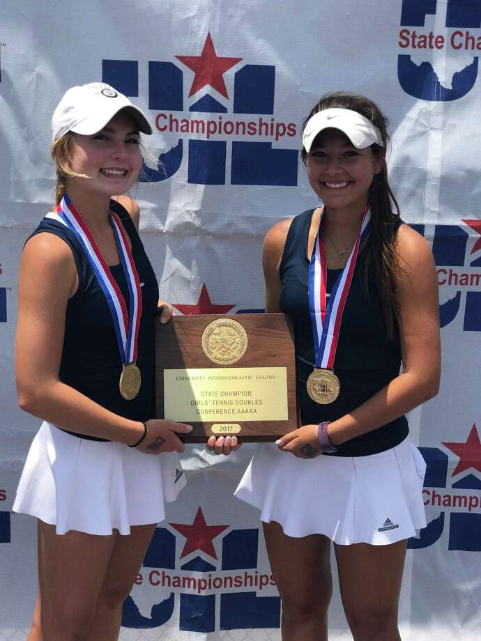 Alamo Heights' Fiona Crawley (left) and Brittney Wilbur pose after winning the UIL Class 5A state girls tennis doubles title on May 19, 2017, at Texas A&M's Mitchell Tennis Center in College Station. Photo: Courtesy Photo /Karen Mannheimer