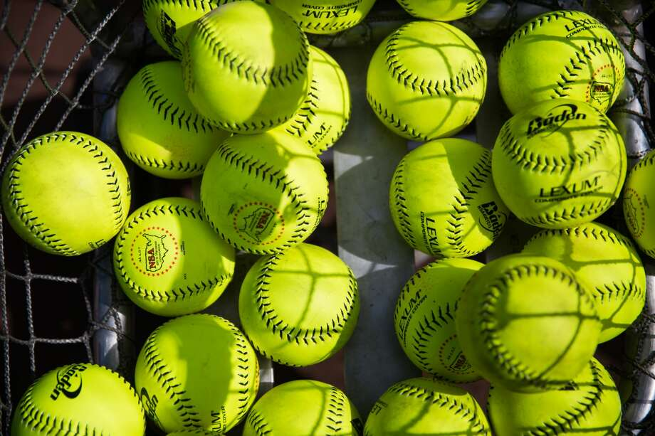 A New Jersey high school softball pitcher has pitched a true perfect game. Photo: GRANT HINDSLEY/SEATTLEPI.COM