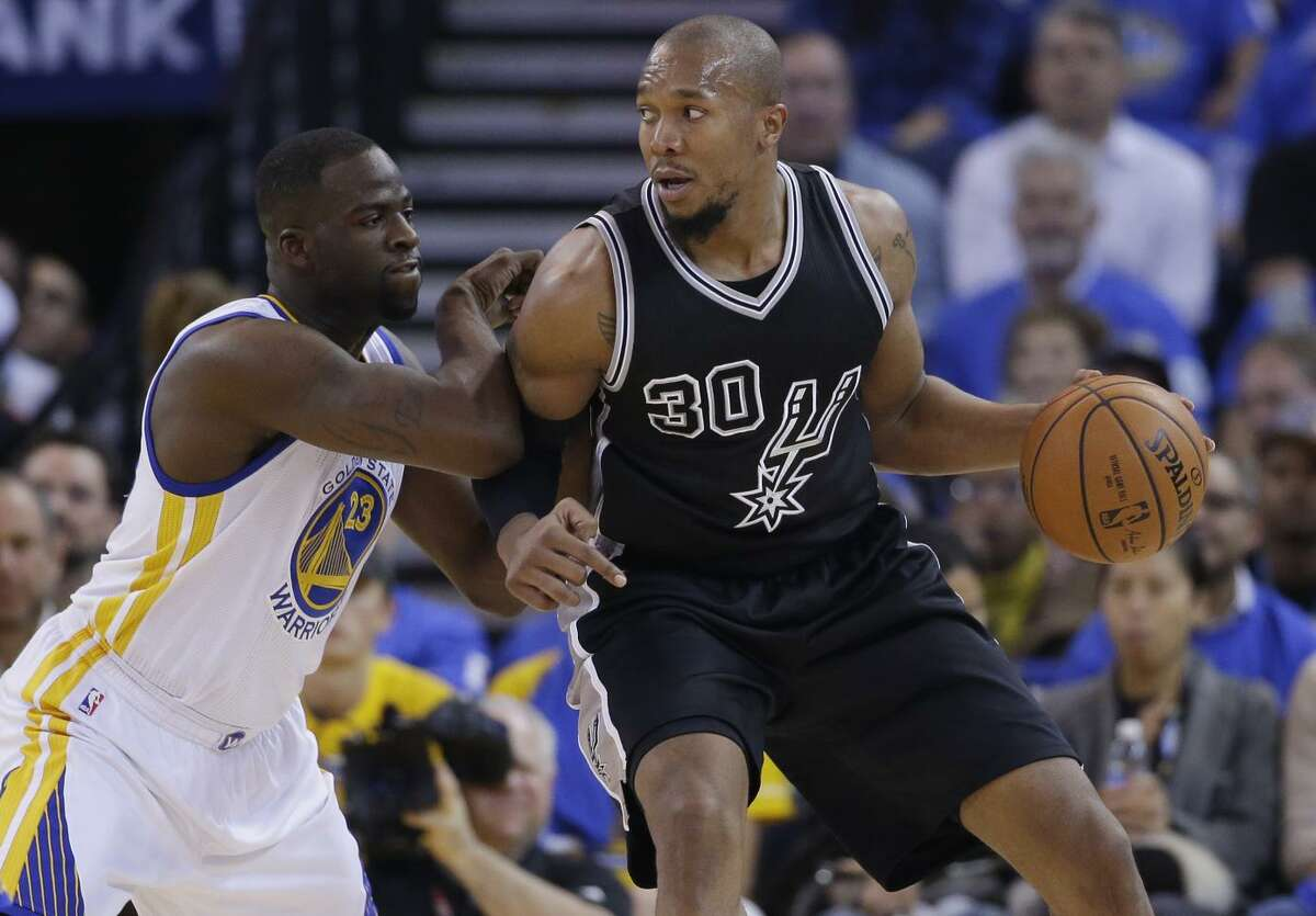 Before center David West (right), going against Warriors forward Draymond Green in a game in January 2016, joined Golden State, he pursued a championship with the San Antonio Spurs.