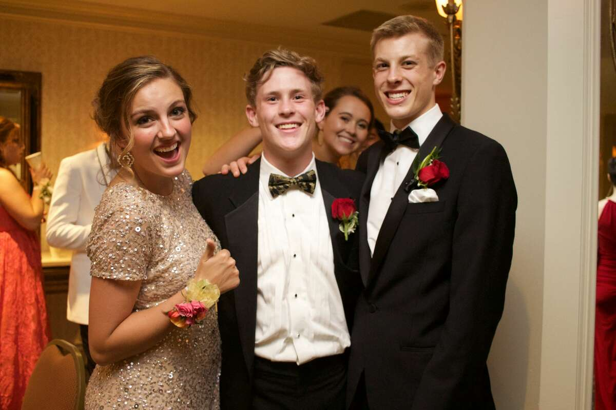 New Canaan High School held its senior prom at the Stamford Marriott Hotel on May 19, 2017. The senior class graduates onJune 20. Were you SEEN at the prom?