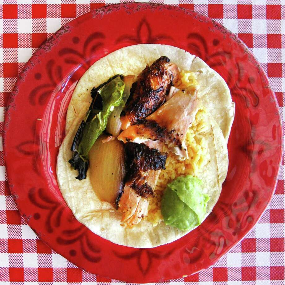 Do-it-yourself grilled chicken taco with rice, onion, jalapeño and guacamole on doubled-up corn tortillas from Pollos Asados Los Norteños, Photo: Mike Sutter /San Antonio Express-News