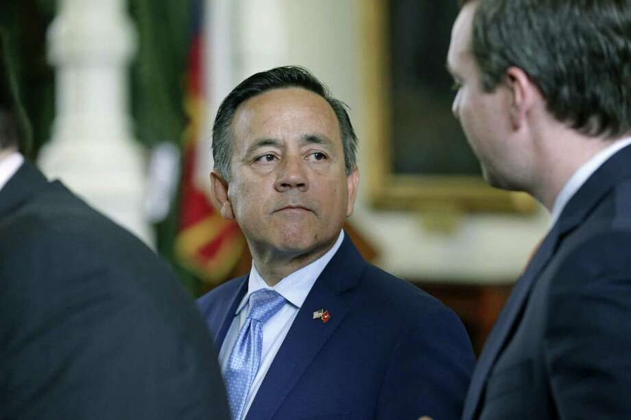 State Sen. Carlos Uresti gets some advice from his staff as he makes it back to the floor of the Senate chamber after being arrested on federal fraud and bribery charges Wednesday morning. Photo: Tom Reel /San Antonio Express-News / 2017 SAN ANTONIO EXPRESS-NEWS