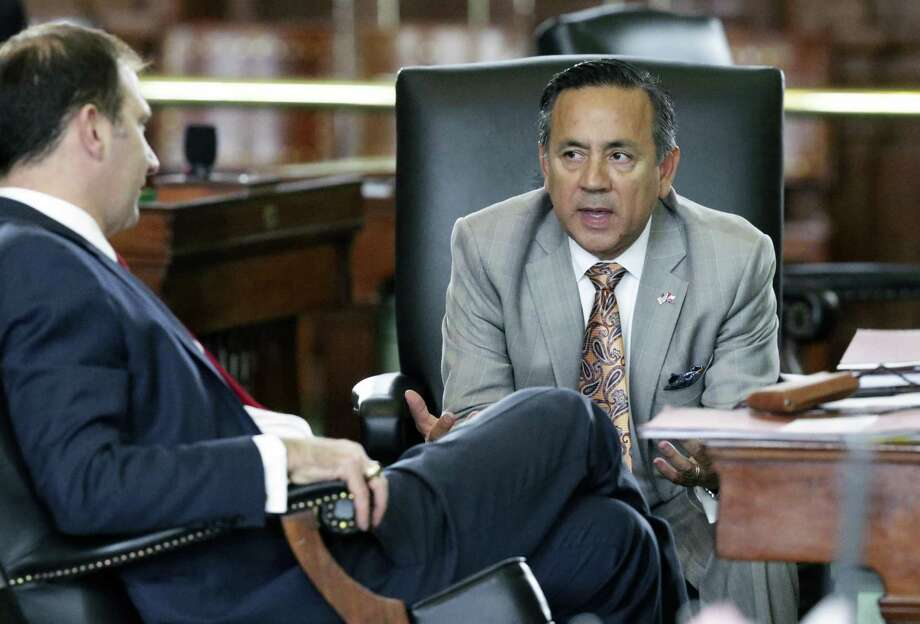 Senator Carlos Uresti chats on the floor with Senator Charles Schwertner, R-Georgetown, as a bill to ban texting while driving passes on May 19, 2017. Photo: Tom Reel, Staff / San Antonio Express-News / 2017 SAN ANTONIO EXPRESS-NEWS