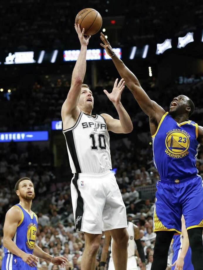 Spurs' David Lee shoots over the Golden State Warriors' Draymond Green as Stephen Curry looks on during first half action in Game 3 of the Western Conference finals on May 20, 2017 at the AT&T Center. Photo: Edward A. Ornelas /San Antonio Express-News / © 2017 San Antonio Express-News