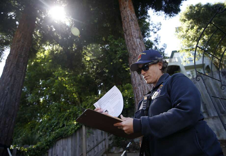 Oakland firefighter Megan Bryan conducts an inspection for vegetation management compliance in the backyard of a home on Mountain Boulevard in Oakland, on May 18, 2017. Photo: Paul Chinn, The Chronicle