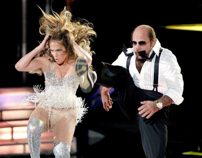 UNIVERSAL CITY, CA - JUNE 06:  Jennifer Lopez (L) and Tom Cruise perform onstage at the 2010 MTV Mov