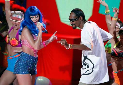 UNIVERSAL CITY, CA - JUNE 06:  Katy Perry (L) and Snoop Dogg perform onstage at the 2010 MTV Movie Awards held at the Gibson Amphitheatre at Universal Studios  on June 6, 2010 in Universal City, California.  (Photo by Christopher Polk/Getty Images) *** Local Caption *** Katy Perry;Snoop Dogg Photo: Christopher Polk, Getty Images / 2010 Getty Images